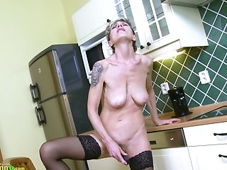 Old Wench Iva Is Masturbating Her Puckered Hairy Twat