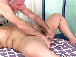 Asian Plus-size Miss Lingling Introduces Her Hairy Muff For A Special Rubdown