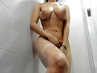 Beautiful Honey With Brilliant Figure Showering